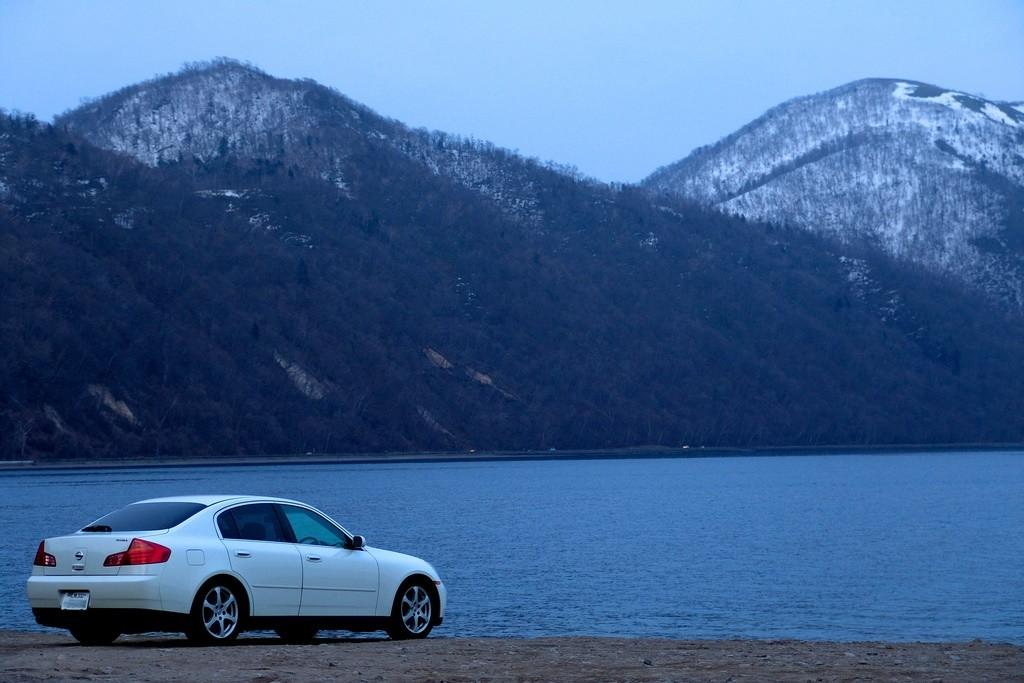white infiniti scenery